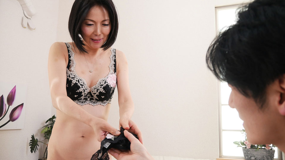奥さん、今はいてる下着を買い取らせて下さい!〜魅惑の黒のTバック〜